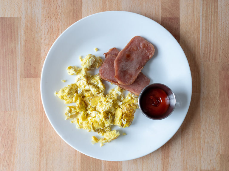 How to make scrambled eggs in an air fryer