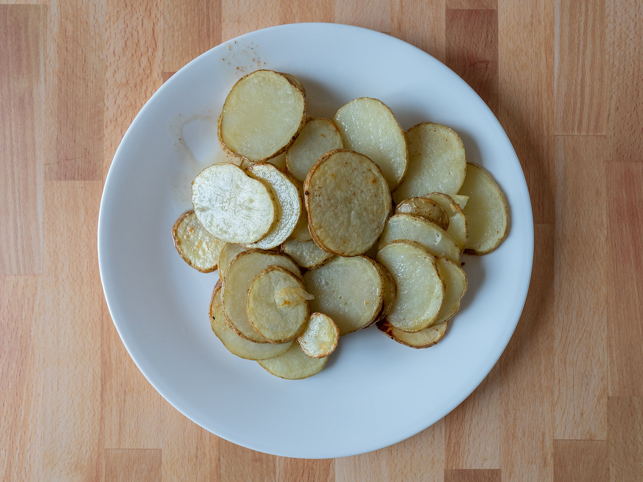 Air fried sliced potatoes