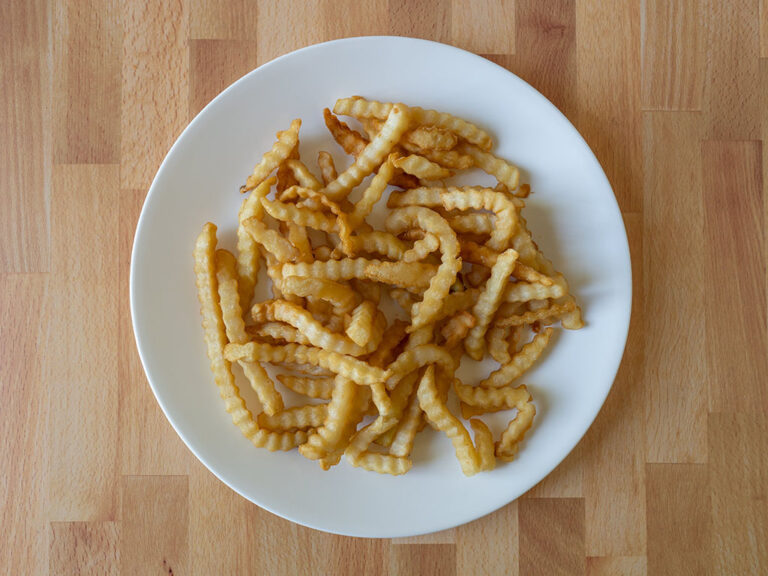 How to reheat Del Taco crinkle cut fries using an air fryer
