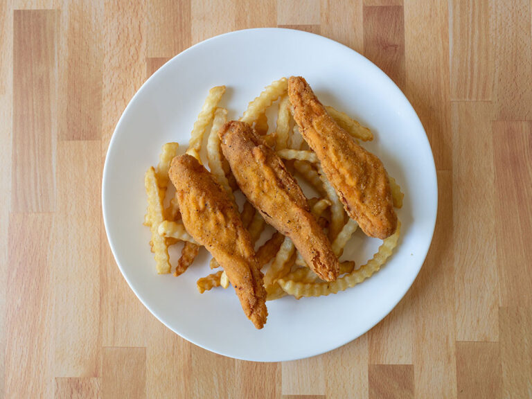 How to reheat Del Taco crispy chicken strips in the air fryer