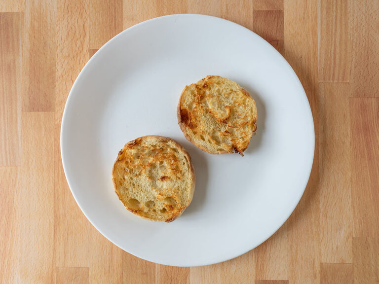How to cook English muffins using an air fryer